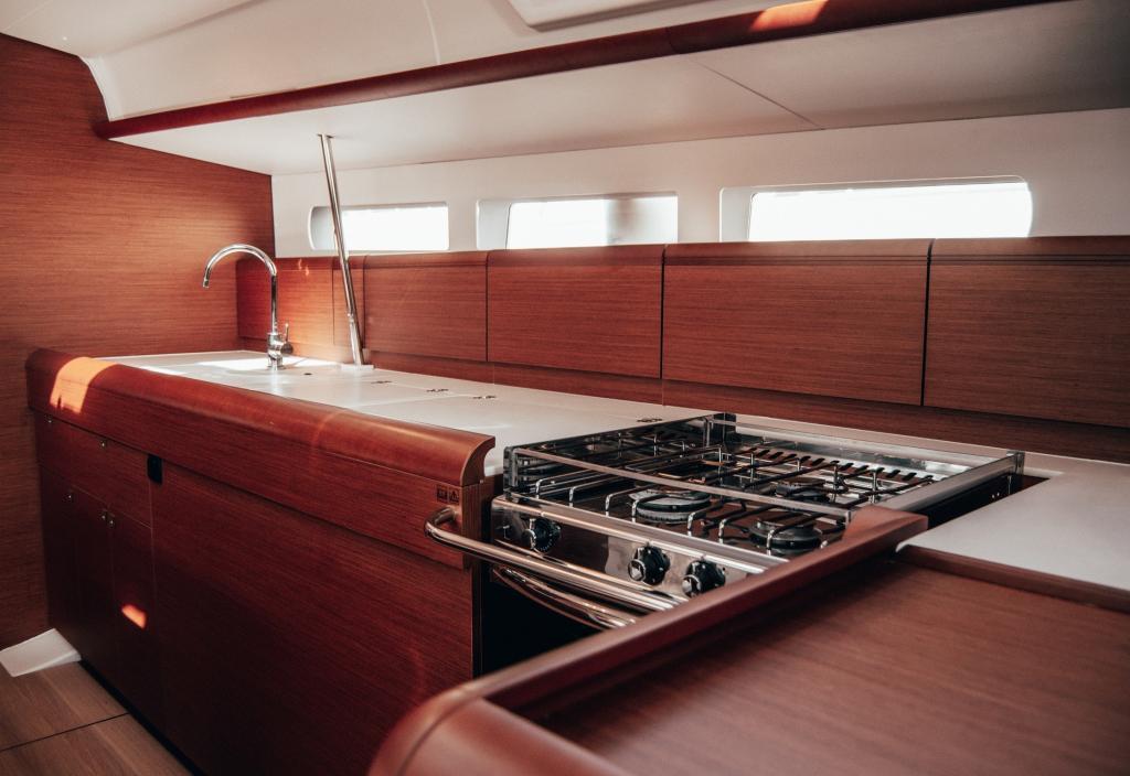 La Flaca Jeanneua Sun Odyssey 519 kitchen Sailing Boat